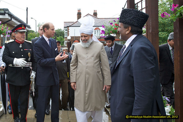 Royal visit to Fazl Mosque